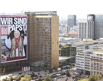 BILD: giant poster for appointment of the Pope